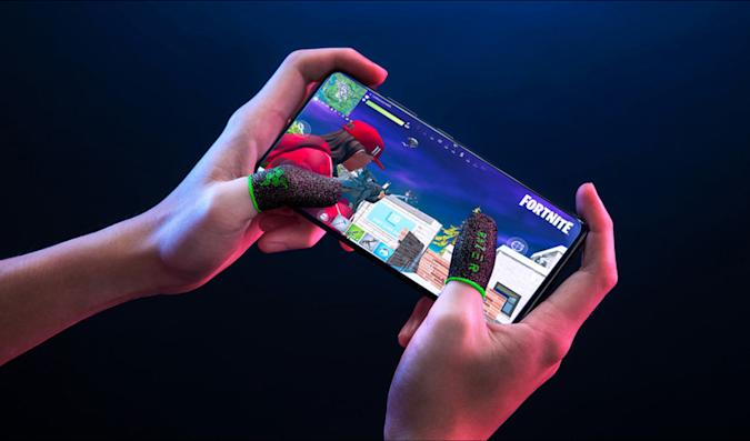 Razer's finger sleeve absorbs thumb sweat for mobile gaming
