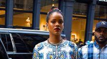 Rihanna icona di stile per l'estate tra caftano e maxi dress