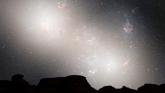 During the second close passage, the cores of the Milky Way and Andromeda appear as a pair of bright lobes. Star-forming nebulae are much less prominent because the interstellar gas and dust has been significantly decreased by previous bursts o
