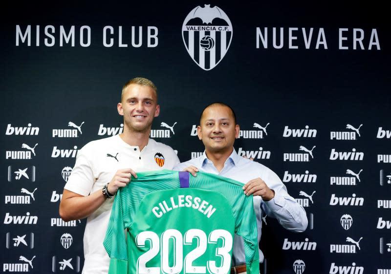 La contratación del guardameta holandés Jasper Cillessen por parte del Valencia deja la meta valencianista en manos extranjeras por octava temporada consecutiva. EFE/Miguel Ángel Polo
