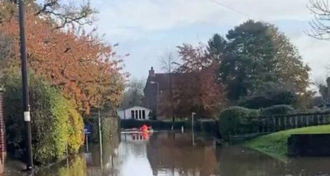 The Mail Must Get Through: Kayaking Postie Surprises Workman in Flooded UK Town - Yahoo News Canada