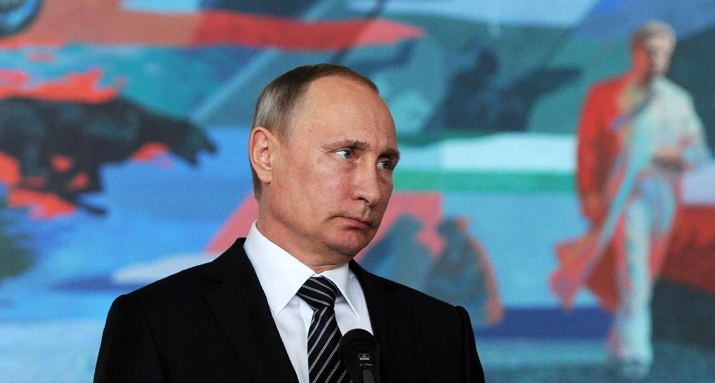 Putin offers tacit support for 'pro-Russia' US candidate