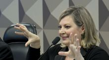 'São três imbecis: ladrão, maluco e megalomaníaco', diz Joice Hasselmann sobre irmãos Bolsonaro