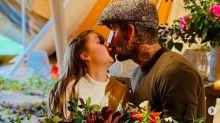 David Beckham: defendido y criticado por besar a su hija en la boca