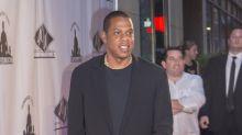 Jay-Z stops show to hug cancer survivor