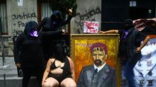 Activistas toman por la fuerza y vandalizan sede comisión DDHH México para exigir justicia