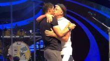 Lulu Santos, Daniela Mercury e mais artistas publicam beijos em protesto a Crivella