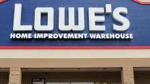 What Does Lowe's Companies, Inc.'s (NYSE:LOW) Share Price Indicate?