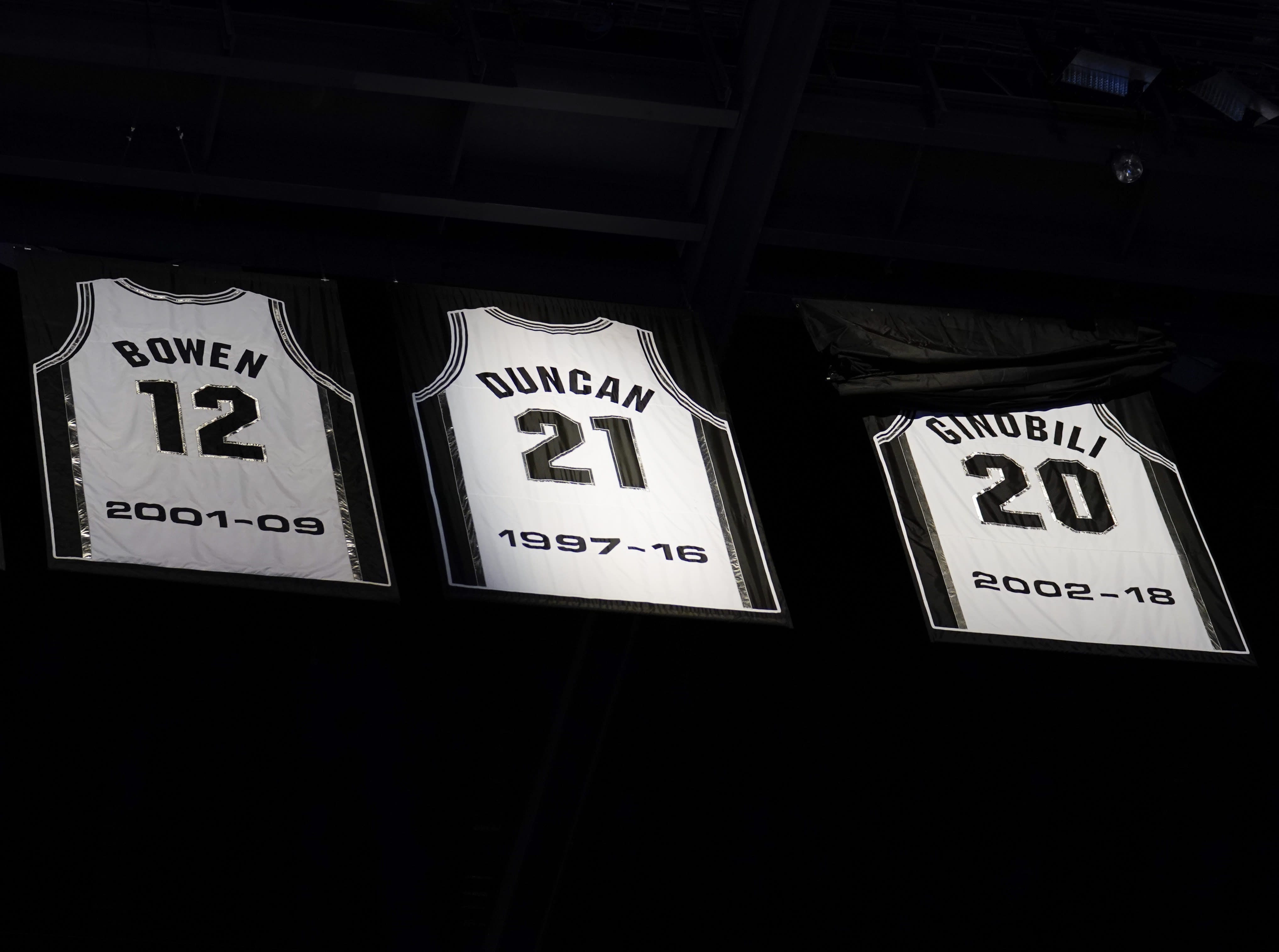 finest selection 5a318 c737d Spurs retire Ginobili's jersey during emotional ceremony