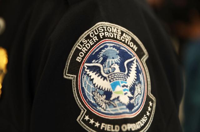 US customs faces lawsuit over copied iPhone data