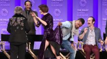 People Are Outraged That Cuba Gooding Jr. Lifted Up Sarah Paulson's Dress