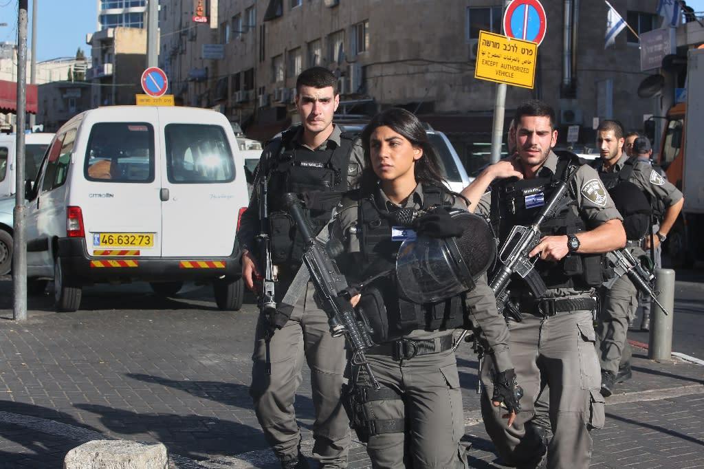 Israeli border police patrol a street following a Palestinian stabbing attack near the Herod's Gate entrance to the Old City of Jerusalem, on September 19, 2016 (AFP Photo/Menahem Kahana)