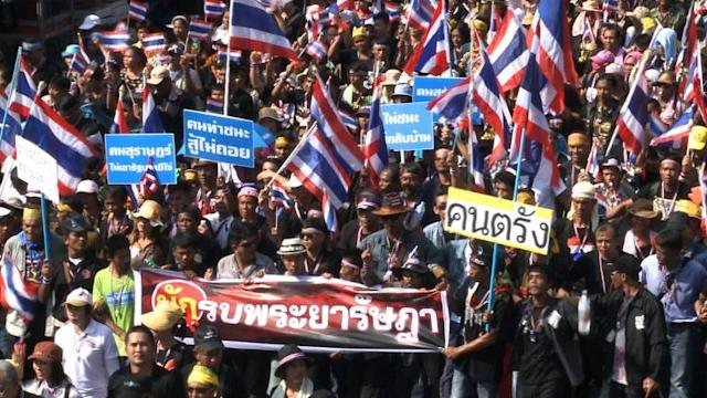 Pressure builds on crisis-hit Thai government