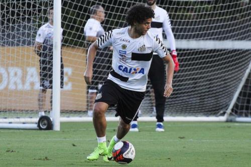Lateral Victor Ferraz volta, e Levir relaciona 21 no Santos contra o Avaí