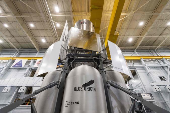Blue Origin team delivers lunar lander mockup to NASA