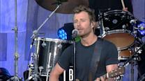 Dierks Bentley Performs 'Different for Girls' Live in Nashville