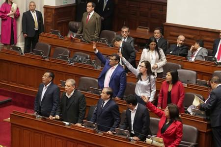 Peruvian President Martín Vizcarra Orders Dissolution of Congress Amid Feud With Opposition