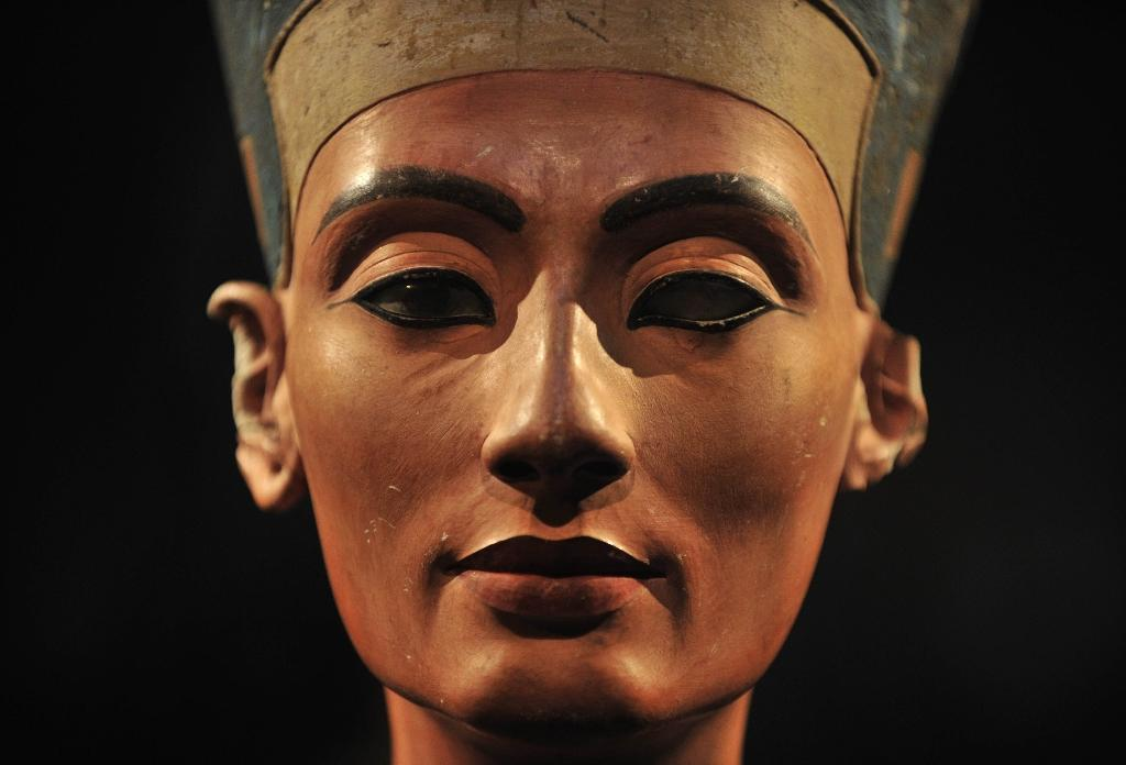 Egypt hopes King Tut's tomb could conceal Queen Nefertiti burial site