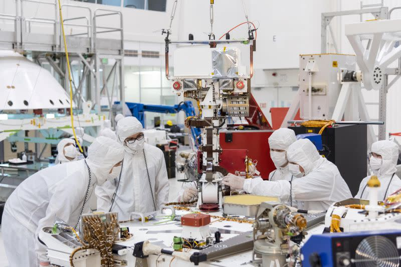 NASA`s trip to Mars begins in California `clean room`
