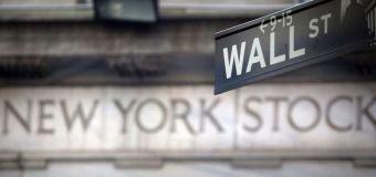Wall Street cae por débil dato de empleo en EEUU