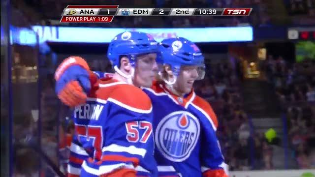 Perron's wrister beats Hiller for a shorty