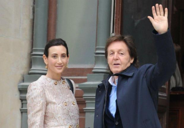 paul mccartney paul sa femme et ses enfants assistent la fashion week. Black Bedroom Furniture Sets. Home Design Ideas