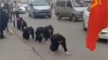 El humillante castigo de un empresario chino a trabajadoras que no cumplieron las metas