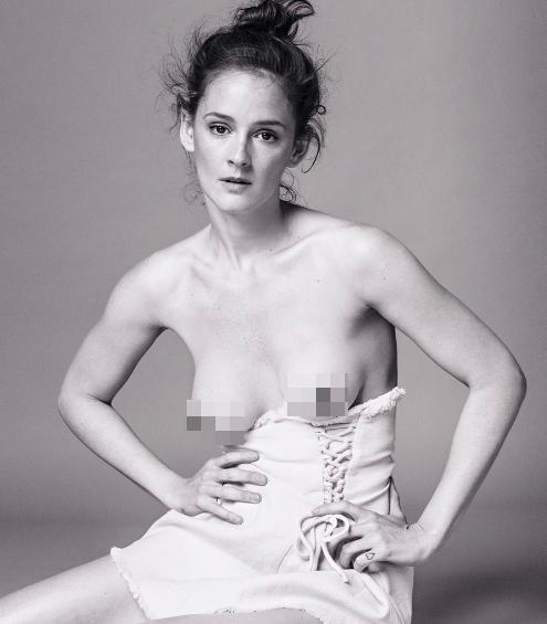 El Reivindicativo Topless De Una De Las Chicas Del Cable Ana Polvorosa