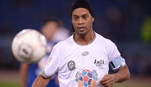 International: Ronaldinho startet Karriere als Musiker