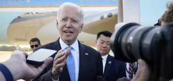 Biden apologizes for being 'wise guy' with CNN's Collins