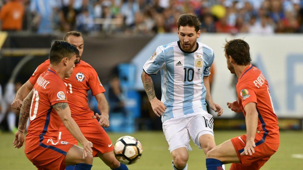 Argentina y Chile se miden en un duelo decisivo rumbo a Rusia 2018