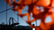 Ponte Morandi, via libera per la demolizione solo a Ponente. Protestano i parenti delle vittime