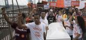 Demonstrators carry a coffin over the Brooklyn bridge during a march and rally against gun violence. (AP)