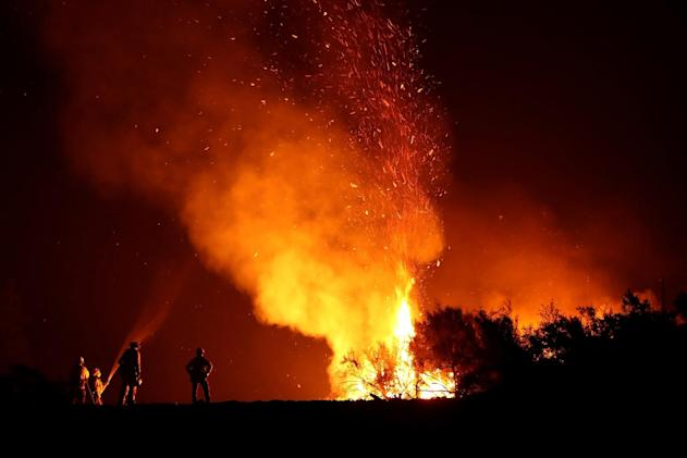 Verizon lifts data speed caps for wildfire responders amid backlash