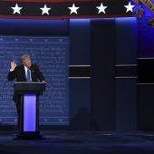 At Debate, Trump and Clinton Were Miles Apart on the Economy