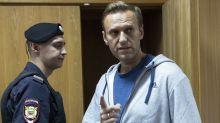Hospital: Navalny sigue hospitalizado, pero mejora