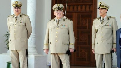 """Présidentielle en Algérie: """"l'armée restera le maître du jeu"""""""