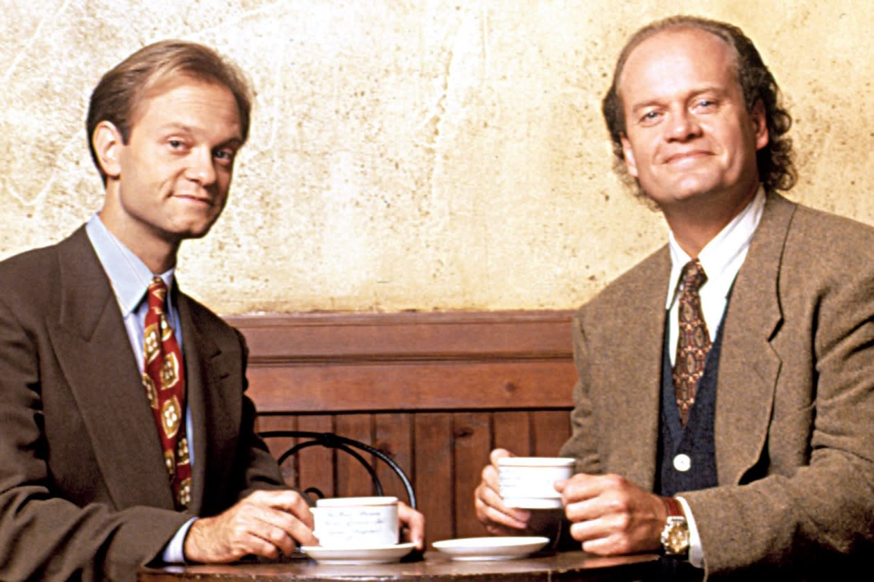 'Frasier' turns 25: Director reveals the challenges of making 'Cheers' spinoff, including firing Lisa Kudrow from pilot