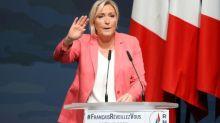 """Insécurité: pour sa rentrée, Marine Le Pen fustige la """"barbarie"""" et charge Éric Dupond-Moretti"""