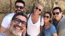 Padre Fábio de Melo e Xuxa curtem Israel ao lado dos amigos