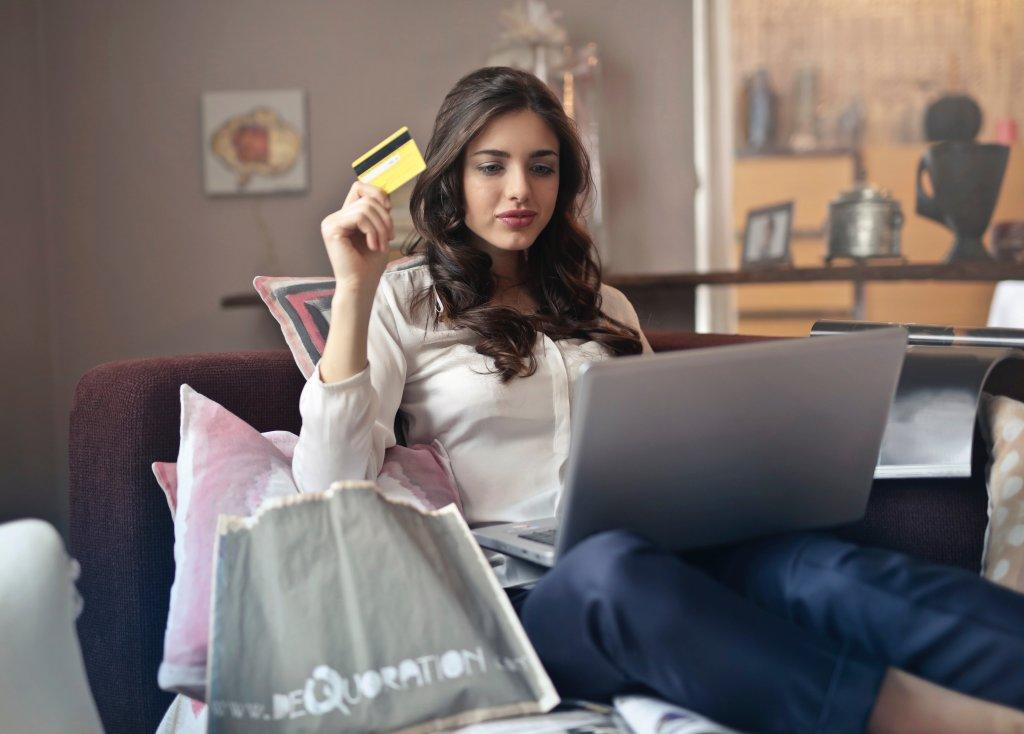 Wary Italians turn to Bitcoin for online shopping