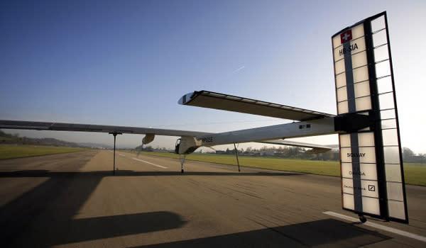 Captain Piccard's Solar Impulse starts runway testing