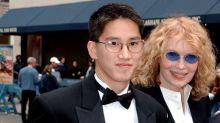 """El """"otro"""" hijo de Woody Allen sale en su defensa y acusa a Mia Farrow de manipularlos en contra de él"""