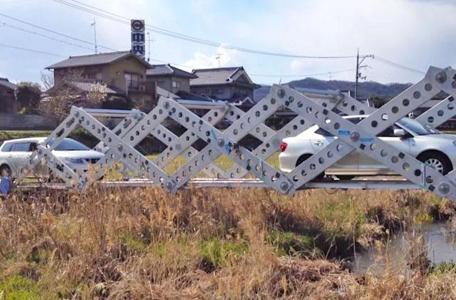 This origami-inspired emergency bridge accordions into shape