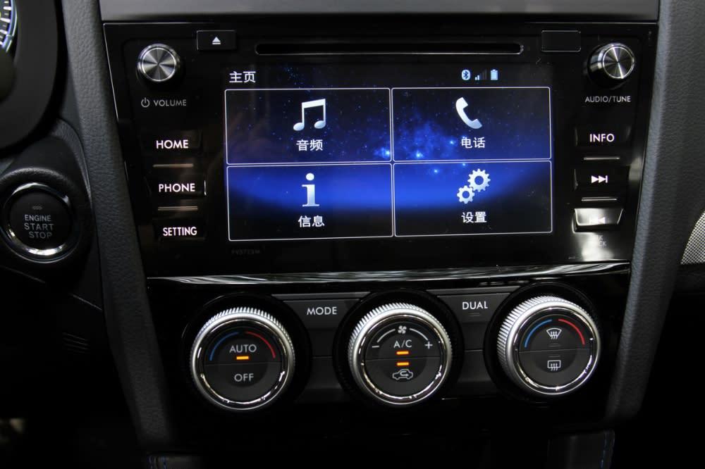 不過下方的仍配置7吋(1.6 GT版為6.2吋)智慧影音多點觸控螢幕,但並不是如同新世代Impreza/XV所配置的新型車機,因此並不能支援Apple CarPlay、Andorid Auto等智慧手機互聯系統