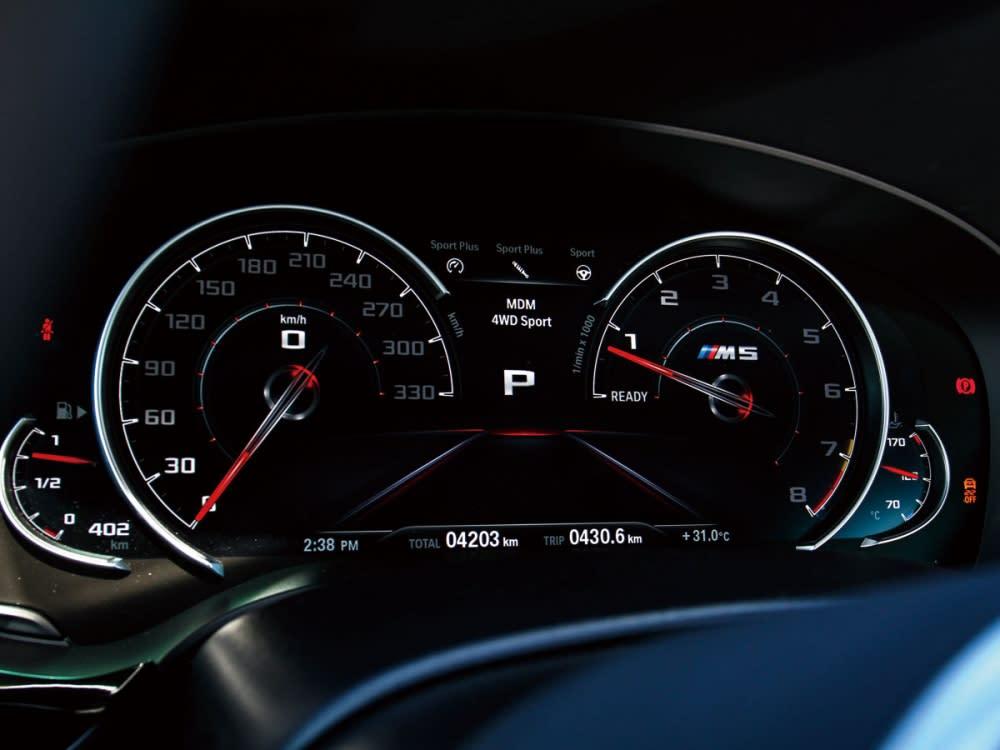 12.3吋全液晶多功能顯示儀表螢幕,也特別加入了M5的性能字樣。