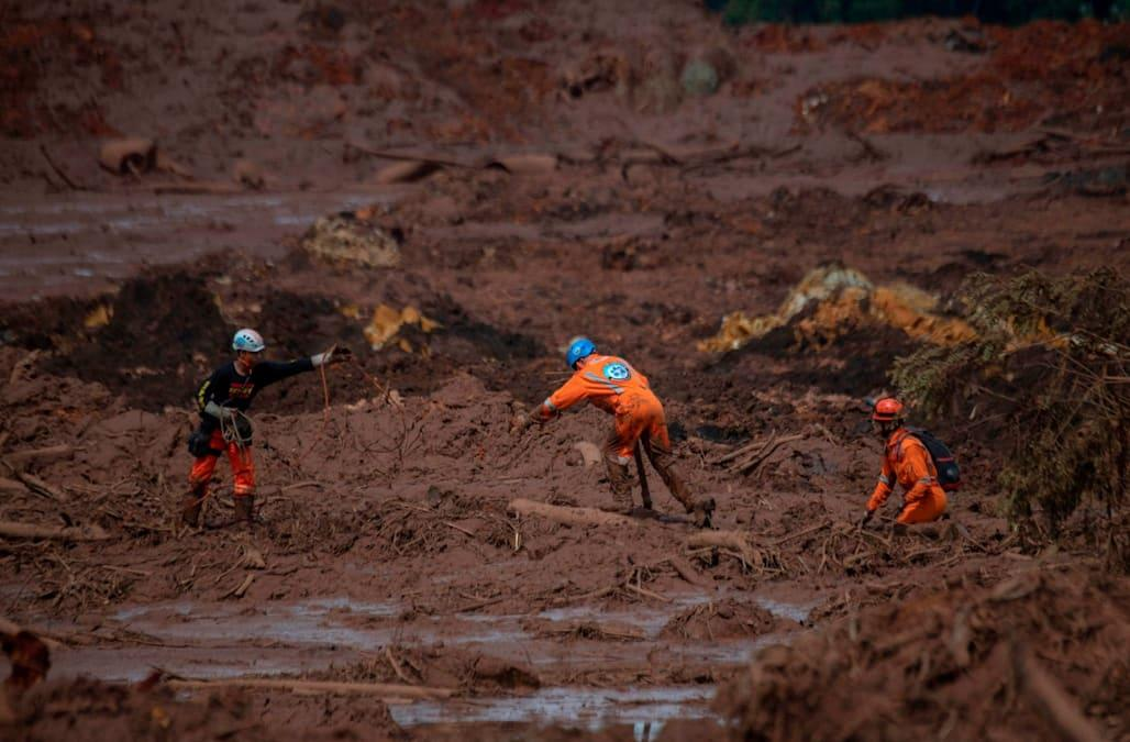 Brazil search resumes after dam collapse | Reuters.com