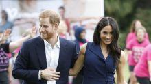 Meghan Markle muestra su pancita muy agarrada del príncipe Harry