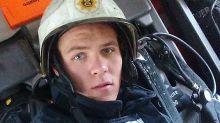 Impresionante, mira cómo este bombero atrapó a una mujer que caía de un tercer piso