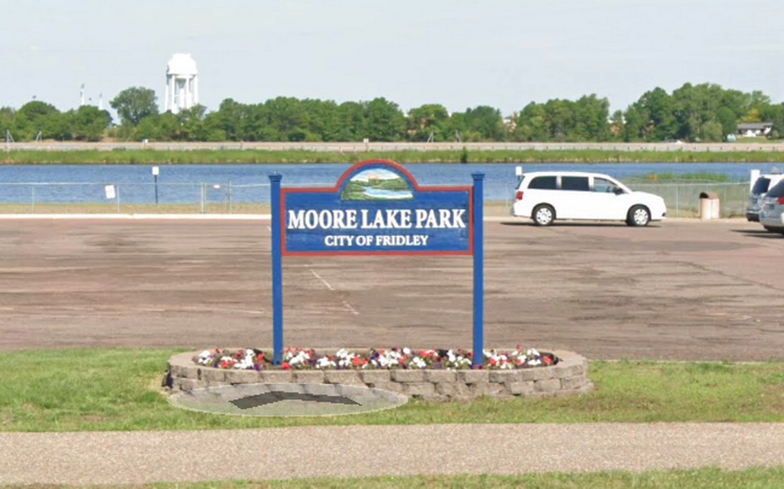 Dad drowns in lake trying to save kids who couldn't get to shore, Minnesota cops say
